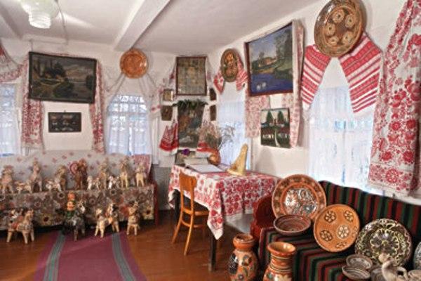 Oposhnya. Memorial-Museum of potter family Poshivaylo