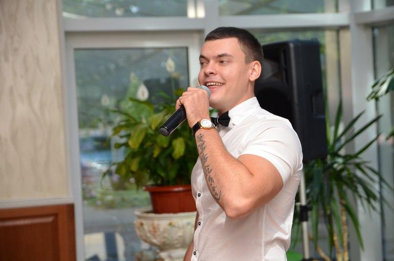 Vitaly Lobach - singer, showman