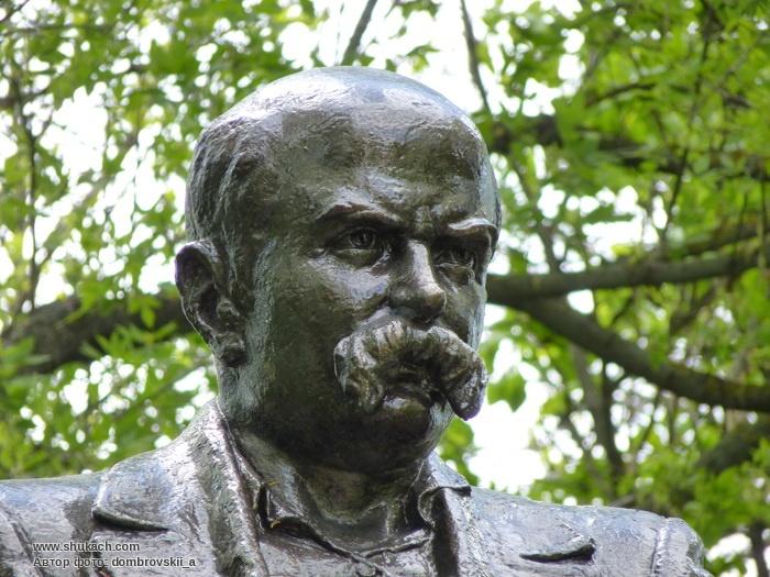 Dikanka. Monument to T.Shevchenko