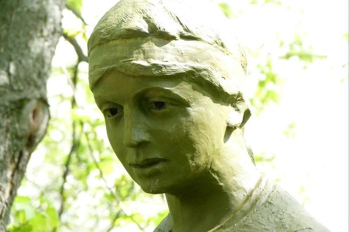 Dikanka. Monument to Vakula and Oksana
